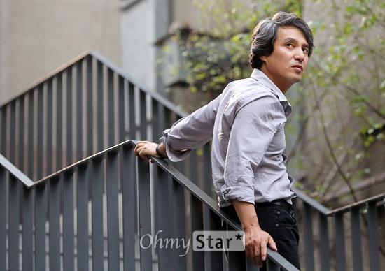 KBS대하드라마 <정도전>에서 정도전 역의 배우 조재현이 1일 오후 서울 대학로에서 열린 기자간담회에 앞서 포즈를 취하고 있다.