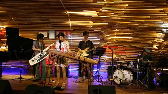 밴드 루나와 시간여행자들이 9일 홍대 라이브클럽에서 두 번째 공연을 가졌다.