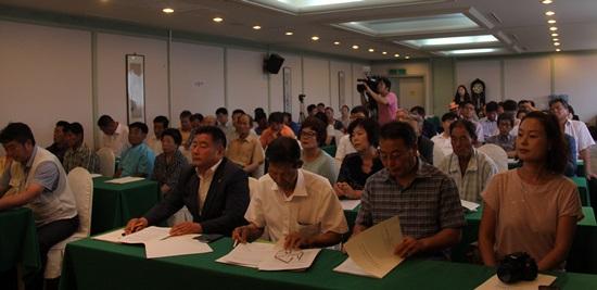 이날 토론회에는 당진과 서천, 보령, 서산 등 화력발전소 및 제철소 주변지역 주민 60여명이 참석해 높은 관심을 보였다