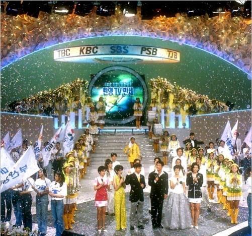 95년 TBC(대구), KBC(광주), PSB(부산), TJB(대전) 개국 축하 행사. 이로서 서울과 수도권 등지에 방송 권역이 한정돼 있던 SBS는 지방에 자사 프로그램을 송출할 수 있는 기반을 확보하게 된다.
