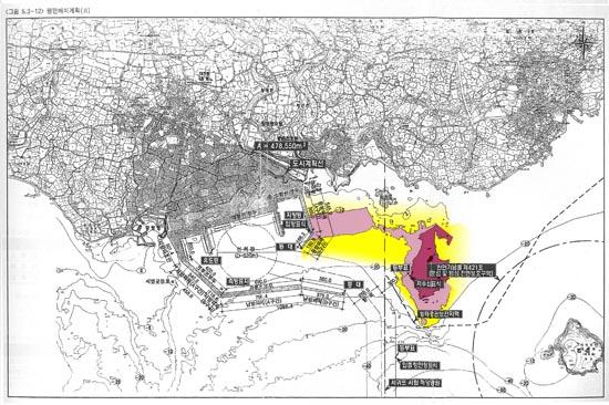 그림1.  제주해군기지 항로주변 저수심대. 이해를 돕기 위해 해군본부 기본계획보고서 p.235에 평면 배치계획(Ⅱ)을 채색하고, 항로를 합성했음.