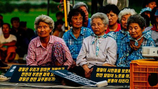 청도 삼평리 송전탑 건설 현장  청도 삼평리의 평화로움은 345kV 송전탑 공사 건설로 무참히 깨졌다. 70~80세의 노인들이 지난 21일부터 8일 째 노숙농성을 벌이고 있다.