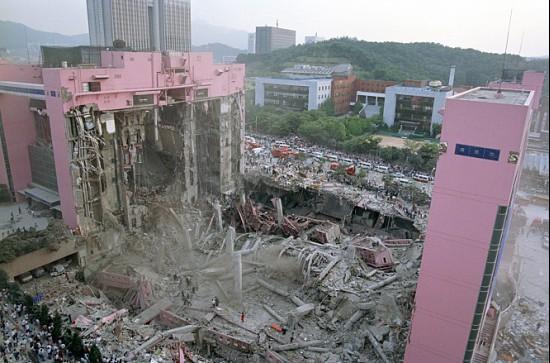 영화 <논픽션 다이어리>의 한 장면. 삼풍백화점 참사를 담은 모습.