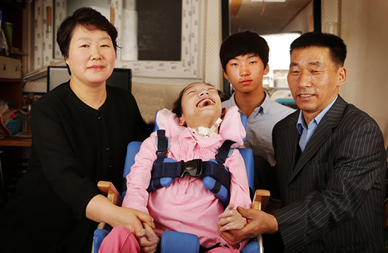 세상에 단 한장뿐인 화영이네 가족사진.