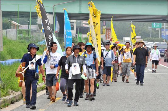 세월호 800km 십자가 도보순례단이 8월 13일 오전 대전에 도착했다.