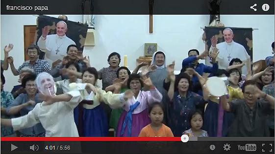 시골 성당 할머니 할아버지들과 함께 춤추는 교황님(?) (동영상 갈무리)