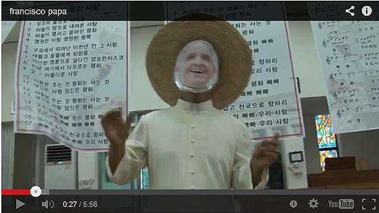 시골 성당을 찾아오신 농부 교황(?) (동영상 갈무리)