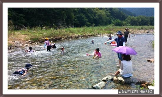마지막으로 신나는 물놀이, 아이들에겐 개울물이 최고입니다.