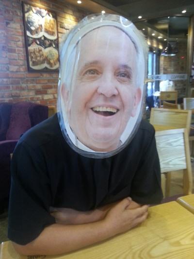 가면  교황님을 감동 시킨 교황 사칭 동영상 가면