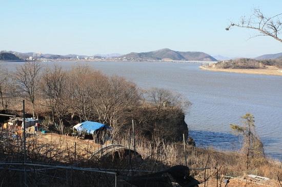 강화해협을 사이에 두고 김포와 강화가 사이좋게 나란히 있습니다.