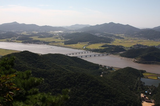김포 문수산에서 바라본 강화도.