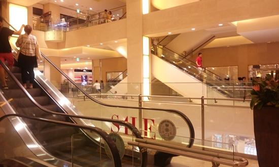 화려한 백화점의 모습 고객의 눈에 보이는 백화점은 이렇게 화려한 모습이다.