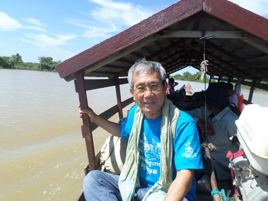 톤레삽강 답사 톤레삽강은 캄보디아의 젖줄이다. 한국의 한강과 같다. 소형 보트를 타고 톤레삽강을 탐사했다. 최빈국 캄보디아 서민의 삶을 체험했다. 한국의 1960년대를 떠올렸다.