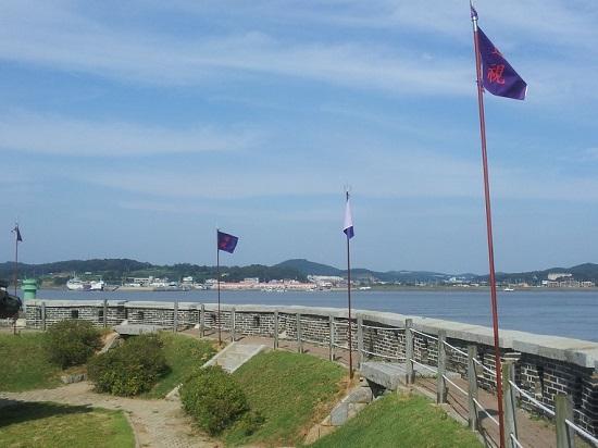 강화 초지진. 바다 건너는 김포시 대곶면입니다.