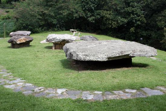 세계문화유산으로 지정된 고천리 고인돌군. 강화도의 많은 고인돌들 중에서도 가장 잘 정비가 되어 있다고 평가할 만큼 유적지 일대가 깔끔하다.