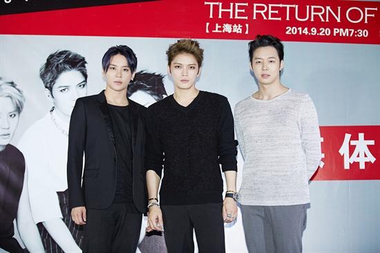 20일 오후 중국 상하이에서 콘서트를 앞두고 취재진과 만난 JYJ