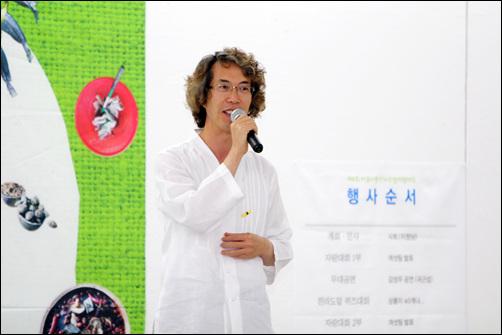 2014년 6월 열린 '제4회 아름다운 전라도말 자랑대회' 개최에 앞서 인사말을 하고 있는 황풍년 대표.