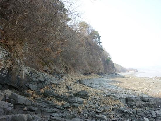 강화 동쪽 해안의 깎아지른 듯한 벼랑.