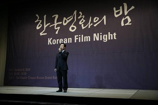 김의석 영화진흥위원회 위원장이 지난 6일 부산 웨스틴조선호텔에서 열린 한국영화의 밤에서 인사말을 하고 있다.