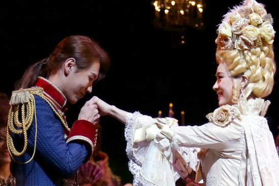 31일 열린 뮤지컬 <마리 앙투아네트> 프레스콜에서 하이라이트 시연을 선보이는 카이와 옥주현