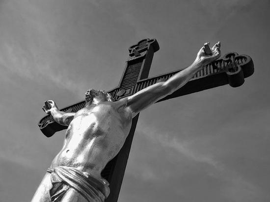 민중의 아들로서 고통받는 이들을 위해 산 그리스도의 삶을 보며 그는 위안을 받았다.