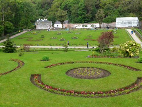 저택 옆에는 6000평 상당의 빅토리안 스타일의 정원(Victorian Walled Gardens)이 있다.