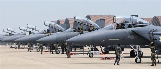 2012년 공군작전사령부는 미 7공군과 함께 12일 동안 연합 공중전투훈련인 '12-1차 맥스 썬더(Max Thunder) 훈련'을 실시했다.