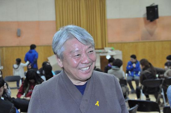 퇴촌남종 청소년 영화제에 관한 설명을 해주고 있는 장재근 광수중 교장선생님