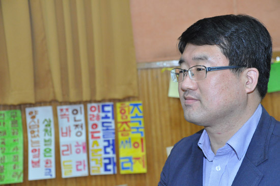 이날의 행사에 대해 설명하고 있는 정진 한국평화교육훈련원 소장