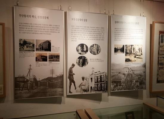 자료실 사진 민족문제연구소 자료실에 전시된 사진