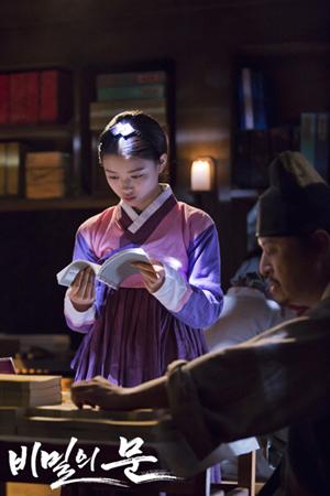 빙애(지담)의 모습. 처음에는 배우 김유정이 아역 빙애를 연기했다.