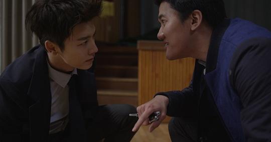 <소문>의 한 장면. 배우 동해와 김민중