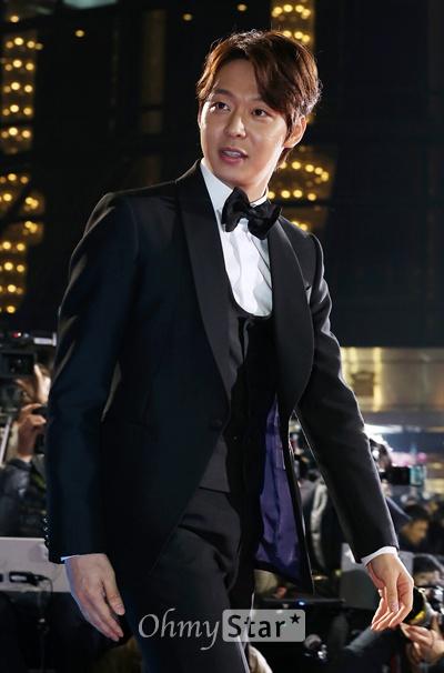 지난 21일 열린 제51회 대종상 영화제에서 신인남우상을 받은 배우 박유천