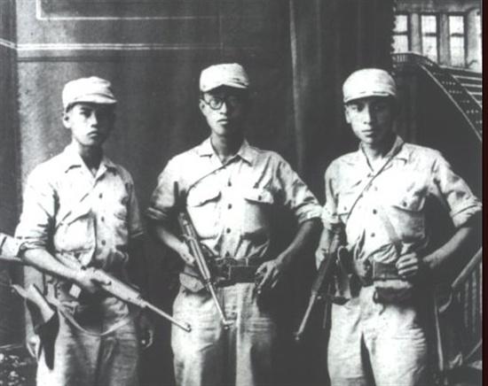항일투쟁 시절의 장준하 선생(오른쪽)