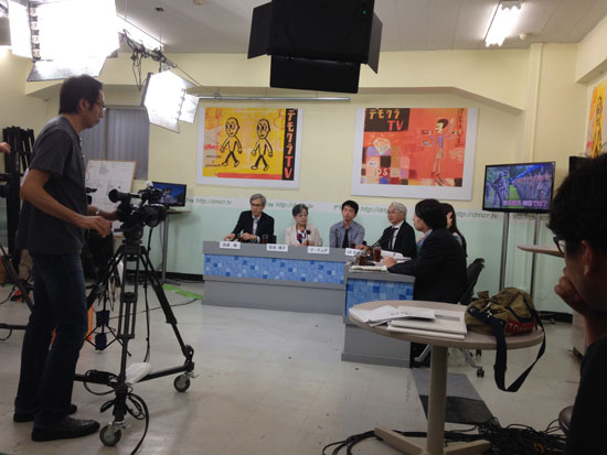 데모쿠라 TV의 특별 게스트 데모쿠라 TV의 특별 게스트로 출연한 이예다씨와 아마미야 카린씨. 일본과 동아시아의 문제에 관해 다루는 다소 진지한 방송이었다.