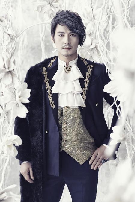 뮤지컬 <마리 앙투아네트>에서 오를레앙을 연기하는 김준현.