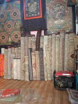 카펫과 스카프는 인도 북동부 잠무 카슈미르 지역의 특산품으로 세계 최고의 품질로 손 꼽힌다.