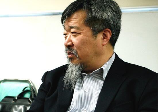 """한홍구 성공회대 교수 한국의 대표적인 역사학자인 한홍구 성공회대 교수는 이번 통합진보당에 대한 해산결정이 """"정당에 대한 보호책임을 진 헌법재판소가 보호해야할 대상인 정당을 교살한 것""""으로 평가했다."""