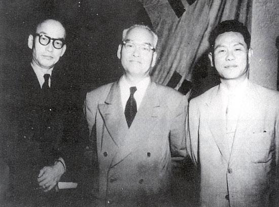 제 2대 국회의장단 왼쪽부터 윤치영 부의장, 신익희 의장, 조봉암 부의장.