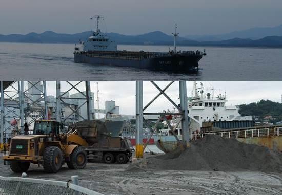 일본 쓰레기가 삼척항으로 수입되는 현장입니다. 시멘트 제품의 원산지 표시가 없다는 점을 악용하여 일본 쓰레기로 시멘트가 만들어지고 있습니다. 원산지표시와 등급제 실시는 일본 쓰레기 수입 근절은 물론 쓰레기시멘트를 원천적으로 해결할 최고의 길입니다.