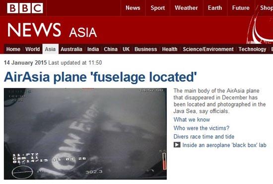 추락한 에어아시아 여객기 동체 발견을 보도하는 BBC 뉴스 갈무리.