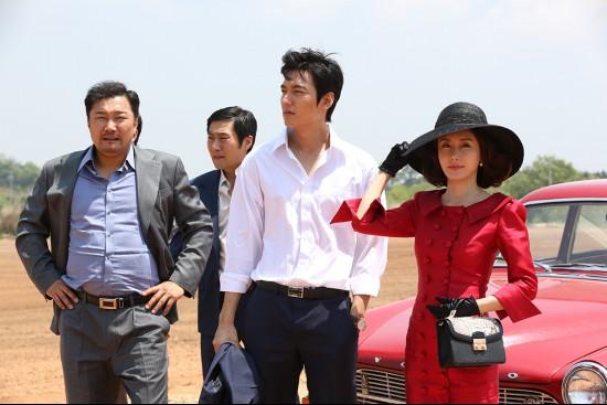 영화 <강남 1970>의 한 장면.