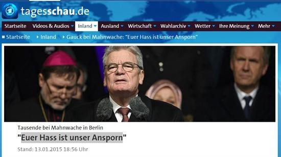 독일 언론 <타게스샤우> 화면. 지난 13일 진행된 <샤를리 에브도> 테러사건에 대한 각계각층지도자들의 침묵시위에서 독일 대통령이 연설하고 있다.