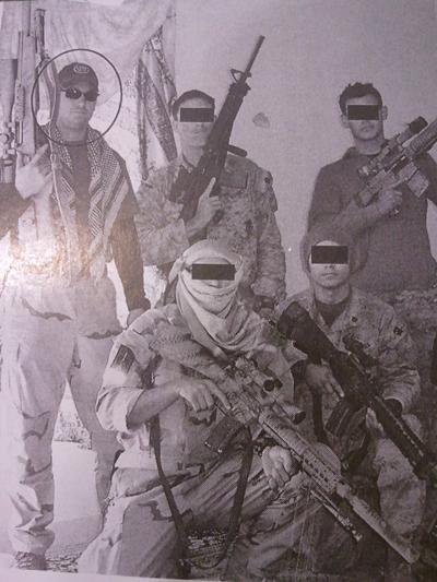 '미국의 적군에 의해 적으로 간주될 사람이어서 이름과 얼굴은 가림' 크리스 카일과 동료 저격수들의 모습.