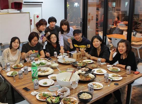 2012년 10월, 한 해의 농사를 마치고 상추, 배추 등으로 겉절이를 만들어 먹는 '쩌리파티'를 열었다.