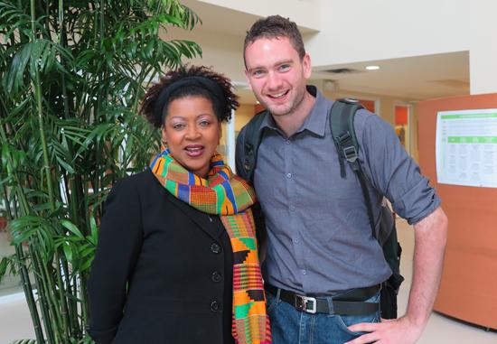 자메이카의 University of the West Indies에서 Verena Shepherd 교수와 함께 한 다니엘 튜더. Shepherd 교수는 노예후손배상위원회 위원장이다.