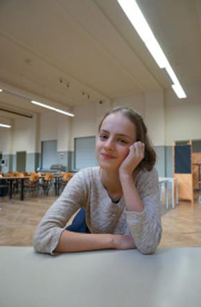 프라피아는 학교에서 자신이 제일 좋아하는 공간이라면서 나를 학생식당으로 안내했다.