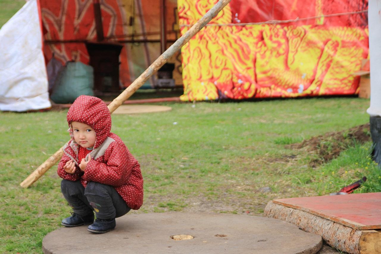 남산목장 남산목장에서 만난 카자흐스탄 소수민족 아이