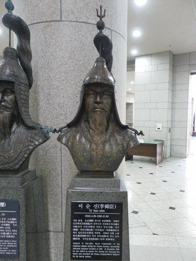 유성룡이 천거한 이순신. 서울시 용산구 용산동의 전쟁기념관에서 찍은 사진.