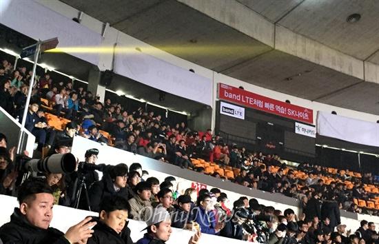 소닉 스타리그 결승전이 열린 15일 서울 잠실 학생체육관 스탠드를 가득 채운 스타크래프트 팬들.